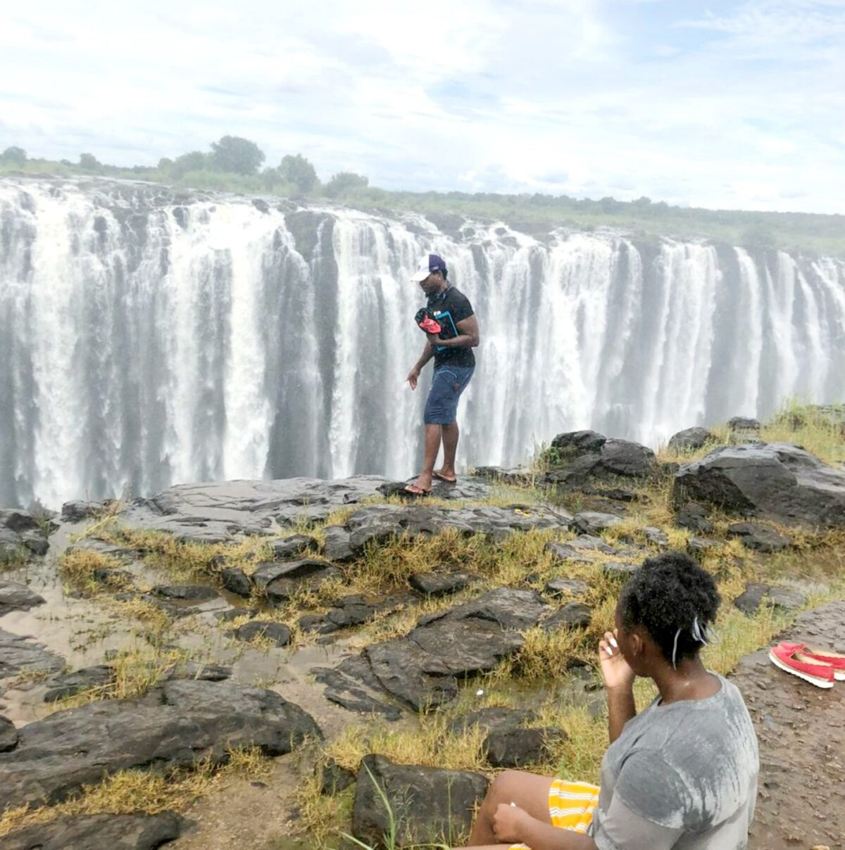 Man pictured at edge of Victoria Falls before tumbling to his death